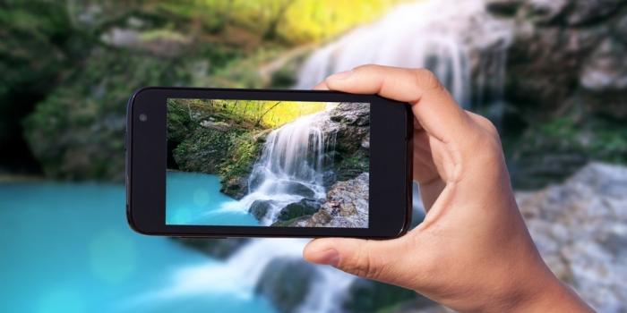 Berwisata Sambil Memotret Pakai Smartphone